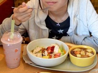 女性との食事